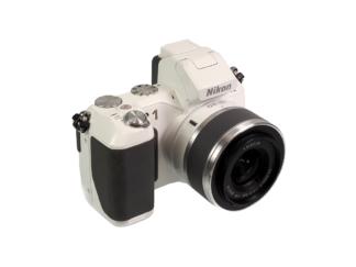 Nikon 1 V2 + 10-30mm weiß