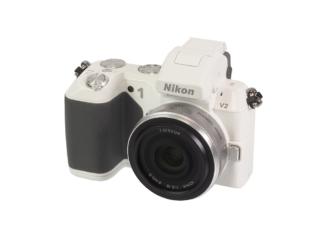 Nikon 1 V2 + 2,8/10mm weiß