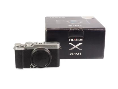 Fuji X-M1 Gehäuse silber
