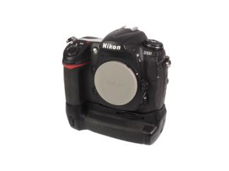 Nikon D300 Gehäuse + MB-D10