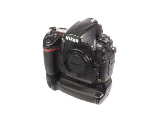 Nikon D700 + MB-D10