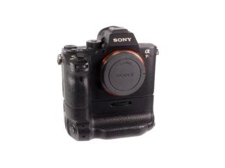 Sony Alpha 7R II + Griff VG-C2EM