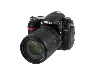 Nikon D7000 + AF-S 18-140mm VR